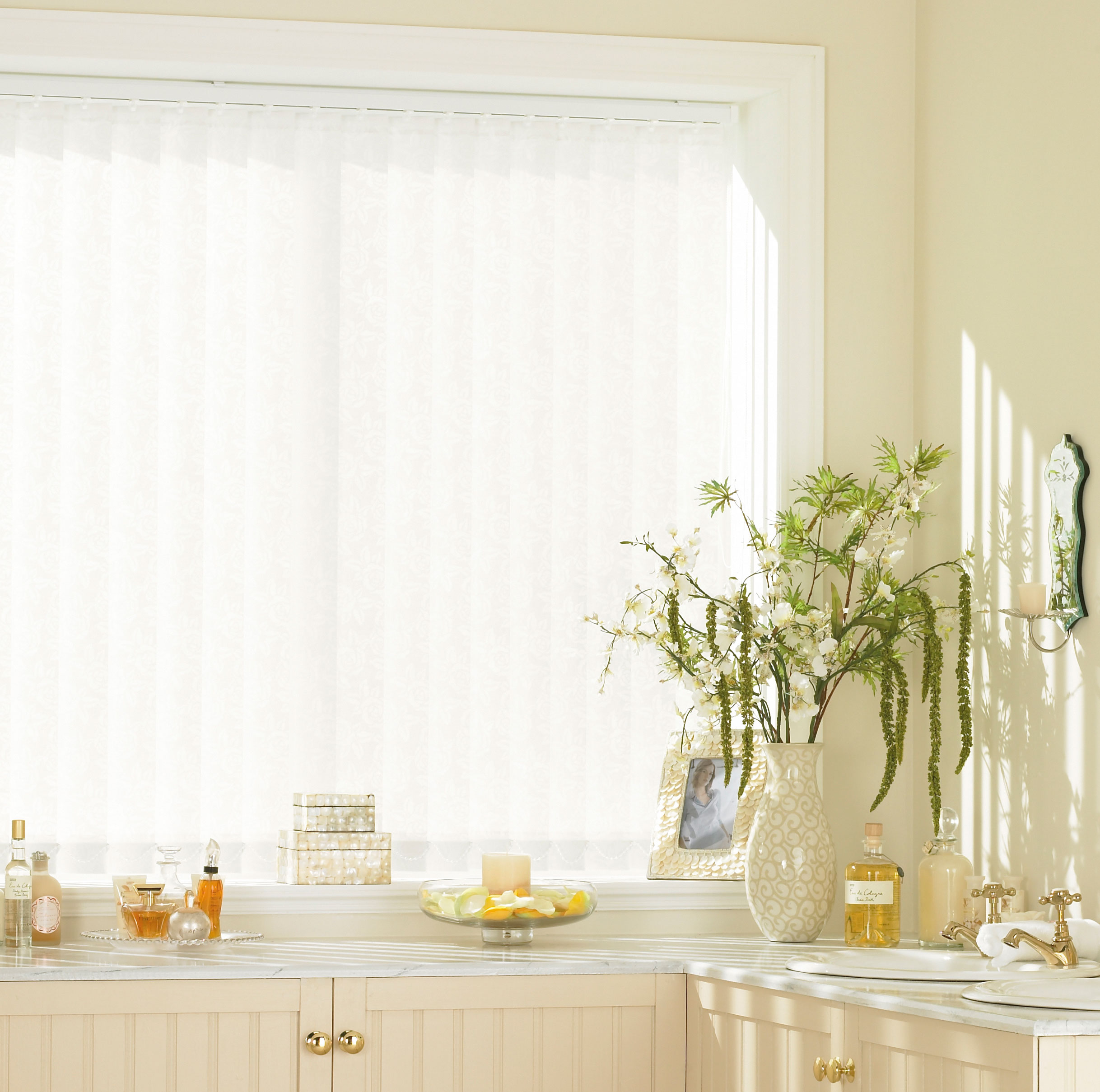 Lace Rose White Window Blind