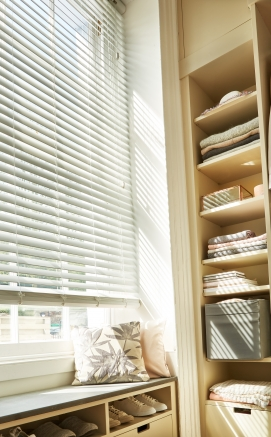 Fauxwood Cool White Window blind